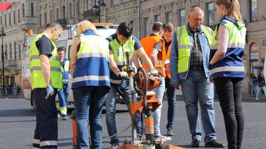 1-ый этап ремонта дороги закончился наНевском проспекте вПетербурге