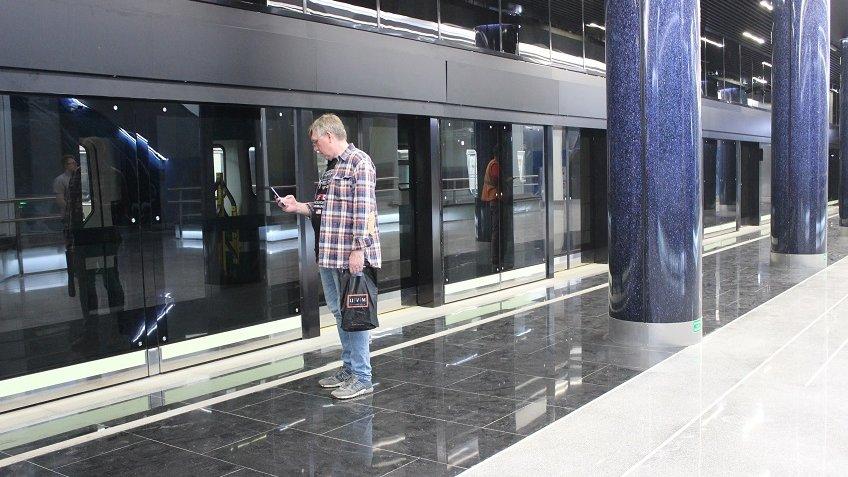 Настанции метро «Новокрестовская» починят эскалатор