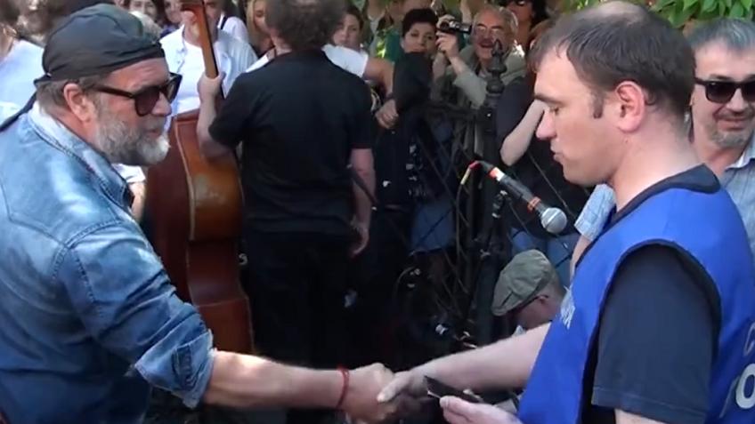 Стажер милиции  неузнал Гребенщикова наегоже концерте