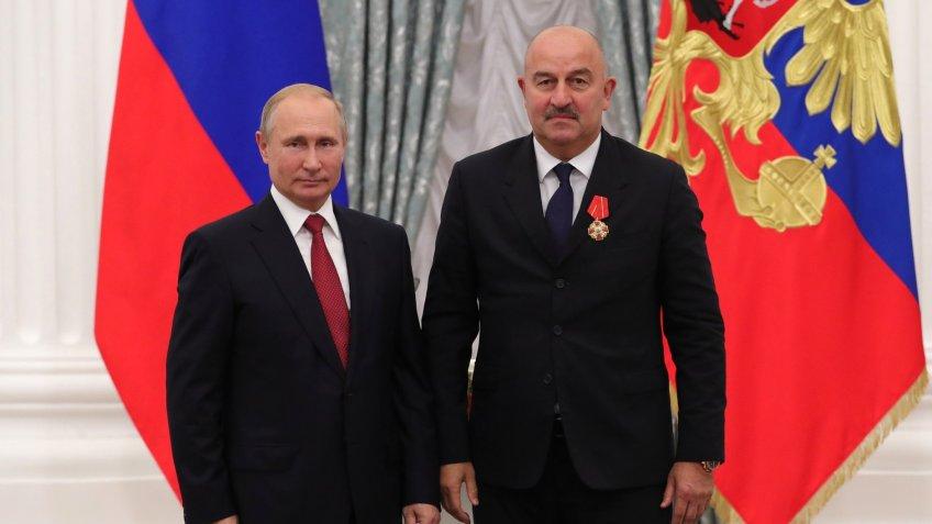 Путин вручил Черчесову орден Александра Невского, Акинфееву— орден Почета