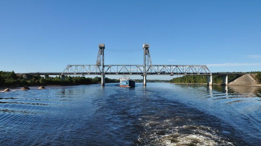 Завтра натрассе «Кола» разведут мост через Свирь