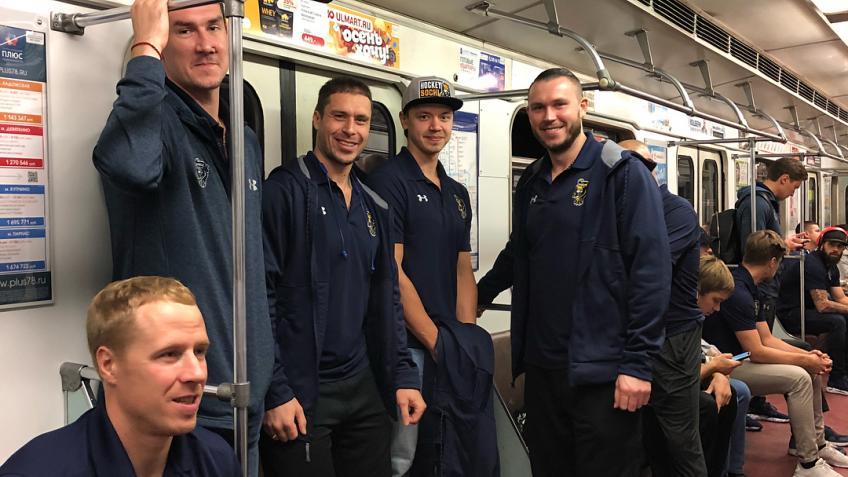 Автобус хоккейного клуба «Сочи» попал вДТП вПетербурге
