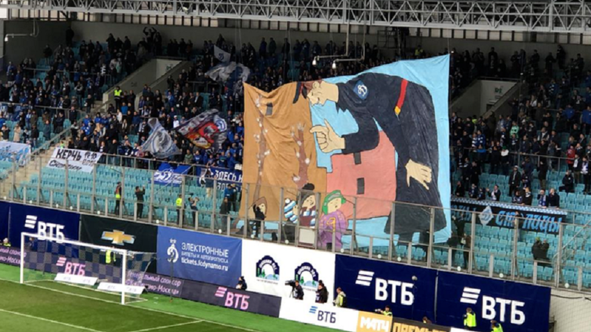 Фанаты вывесили баннер на весь стадион, высмеивающий поступок Кокорина и Мамаева