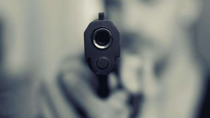 В Колпино 18-летнему парню выстрелили в глаз из газового пистолета