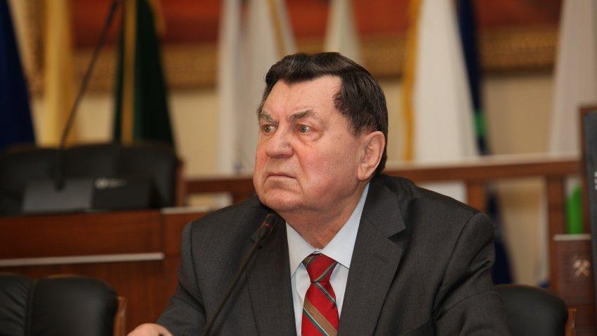7 мая исполняется 90 лет Евгению Александровичу Козловскому, который занимал должность министра геологии СССР с 1975 по 1989 год - фото 1