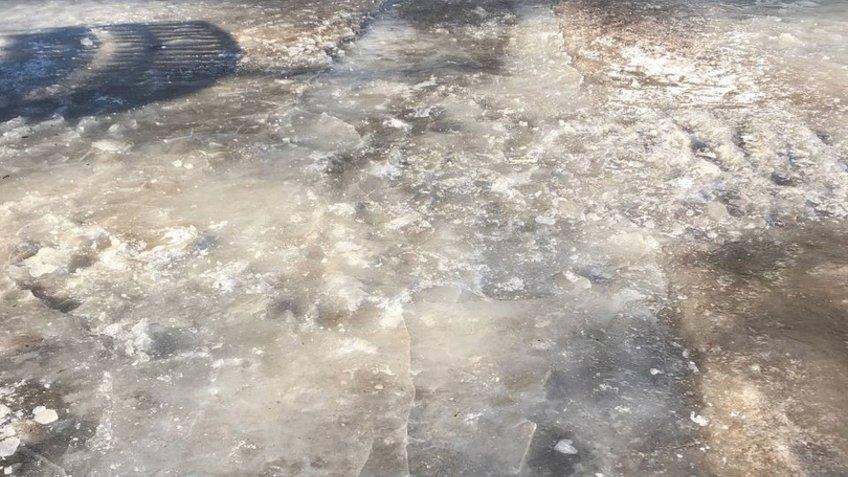Опасное родео – на Гражданке выходить на улицу лучше в коньках